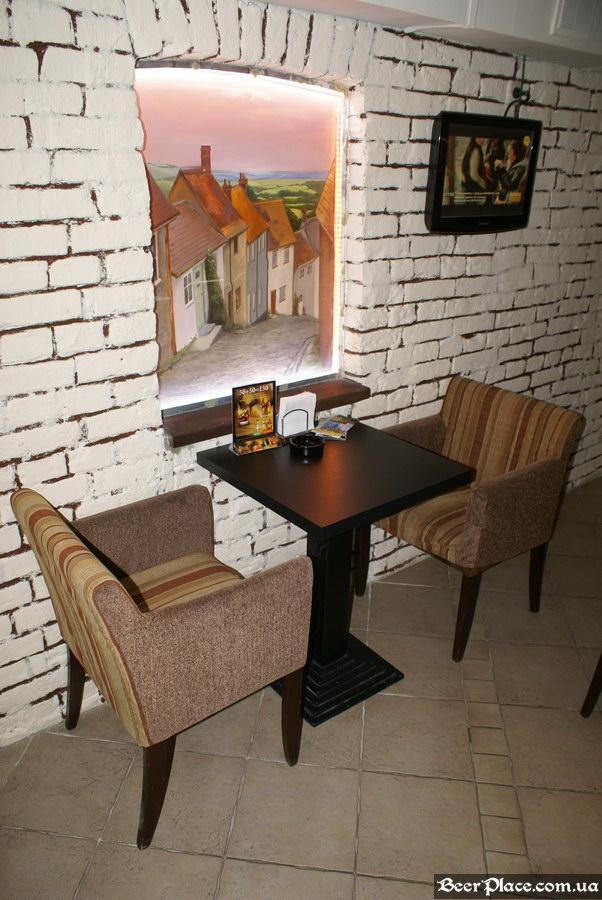 Паб, пивная Толстый Лев. Киев. Третий зал. Небольшой столик