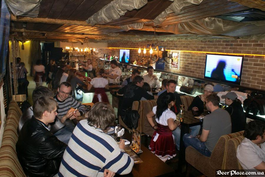 Паб, пивная Толстый Лев. Киев. Второй зал. Вид со входа