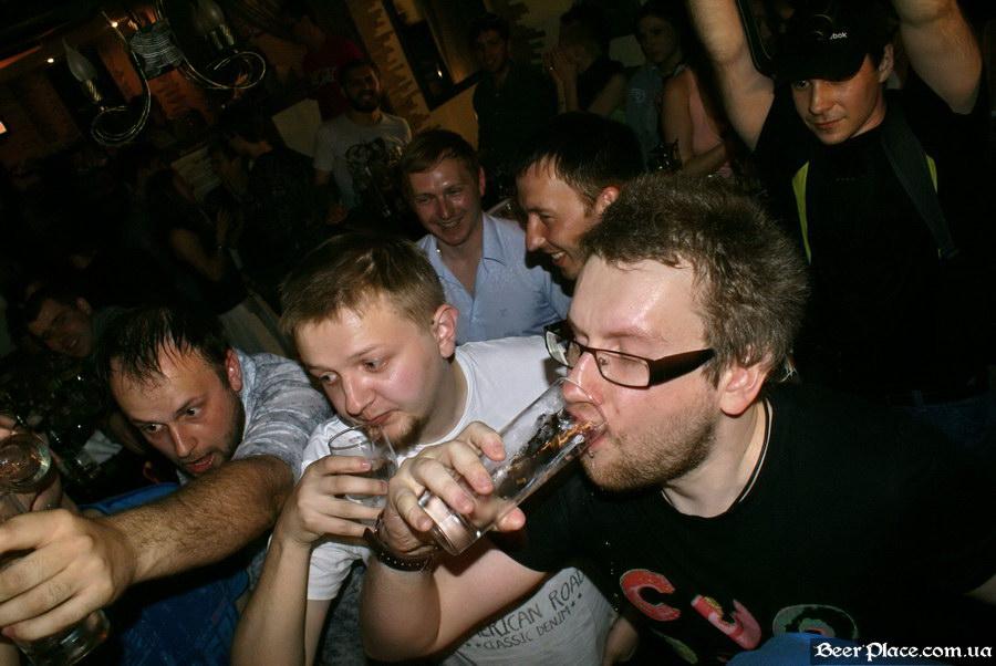 Паб пивная Толстый Лев. День Рождения. Фото. Пьем водочку