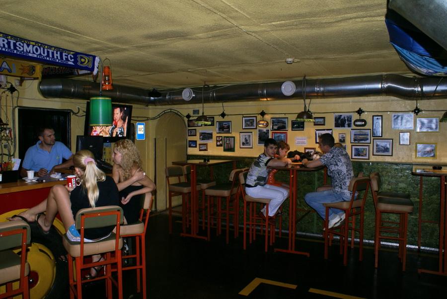 Киев. Паб Траллебус на Оболони. Фото. Зал для курящих