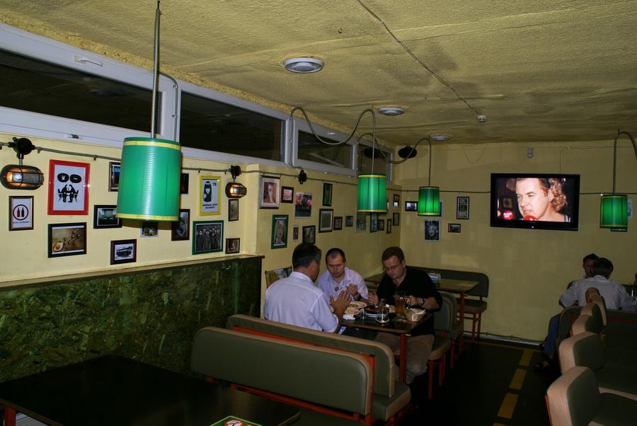 Киев. Паб Траллебус на Оболони. Фото. Зал для некурящих