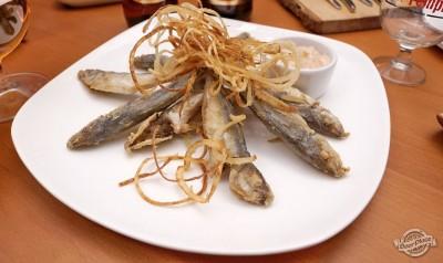 Черноморская рыба с луком фри
