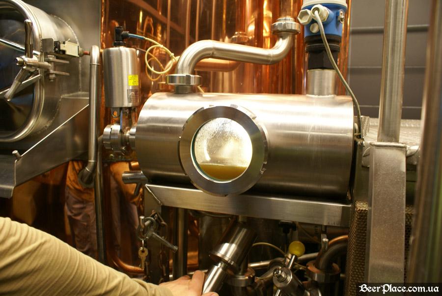 Как варят пиво в Arena BeerHouse. сусло после первого отцеживания