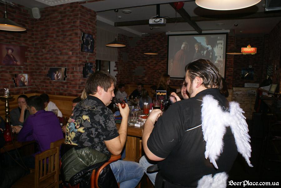 Хеллоуин 2010 в АУТ ПАБе. Фото. Гагарин в действии