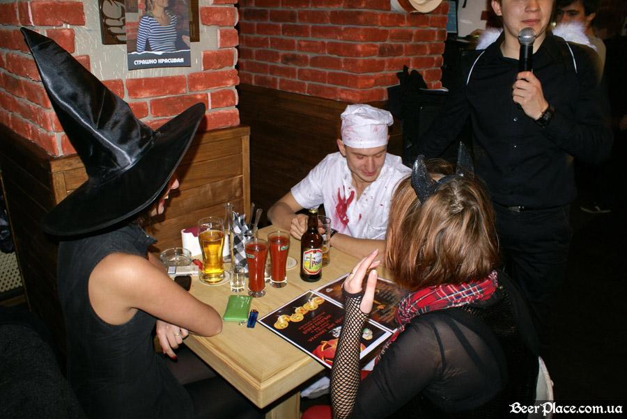 Хеллоуин 2010 в АУТ ПАБе. Фото. Ведьмино питание