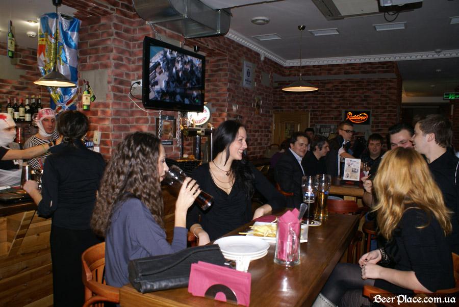 Хеллоуин 2010 в АУТ ПАБе. Фото. Полные залы народа