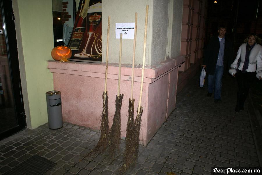 Хеллоуин 2010 в АУТ ПАБе. Фото. Парковка