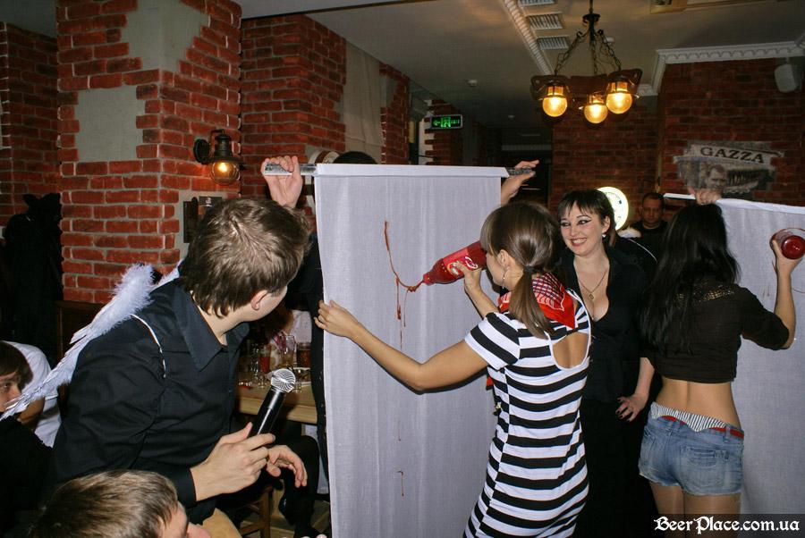 Хеллоуин 2010 в АУТ ПАБе. Фото. Рисуем бывшую кальянщицу