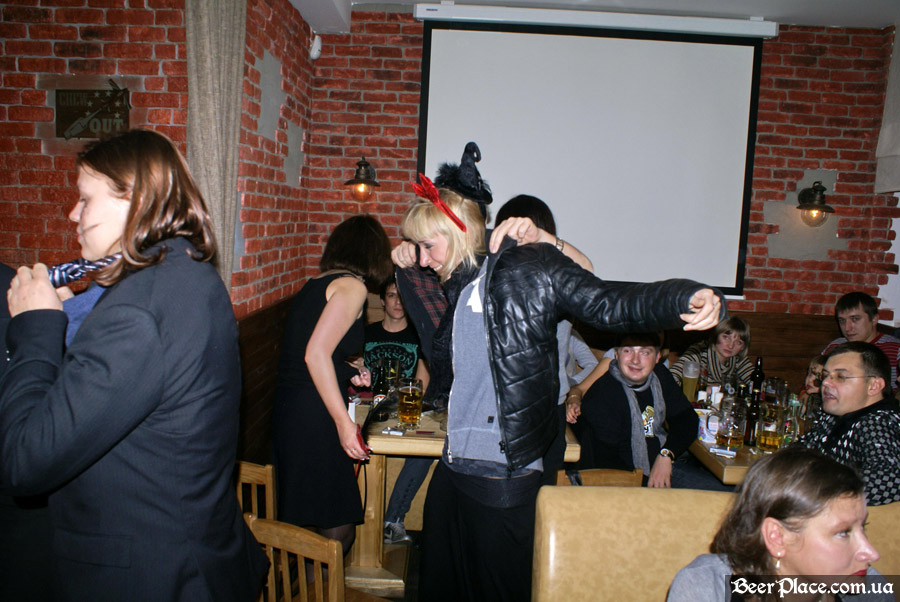 Хеллоуин 2010 в АУТ ПАБе. Фото. А не одеться ли нам по полной