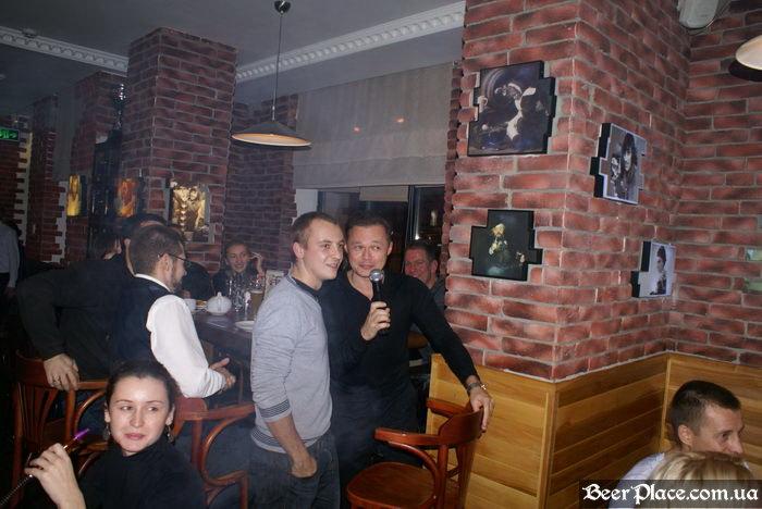 Братья Гагарины ведут День Студента 2010 в АУТ ПАБе. Фото