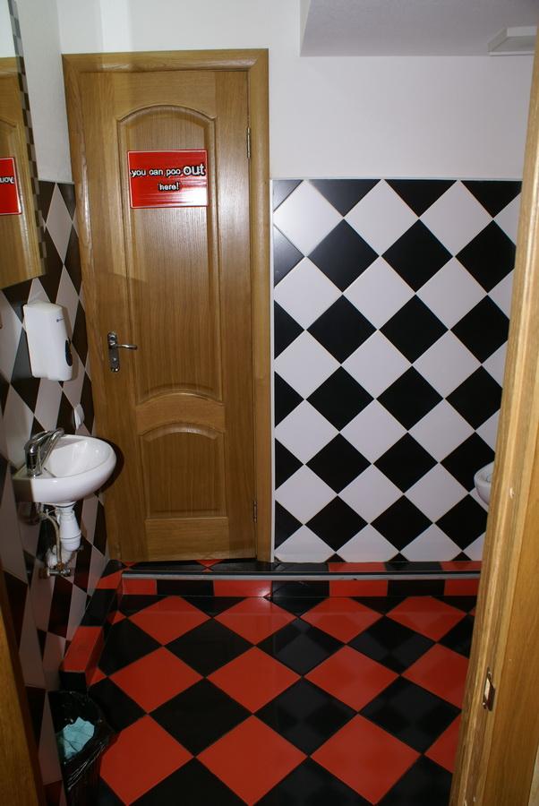 Киев. АУТ ПАБ. Туалет