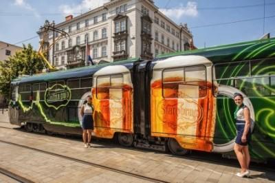 В Брно запустили пивной трамвай