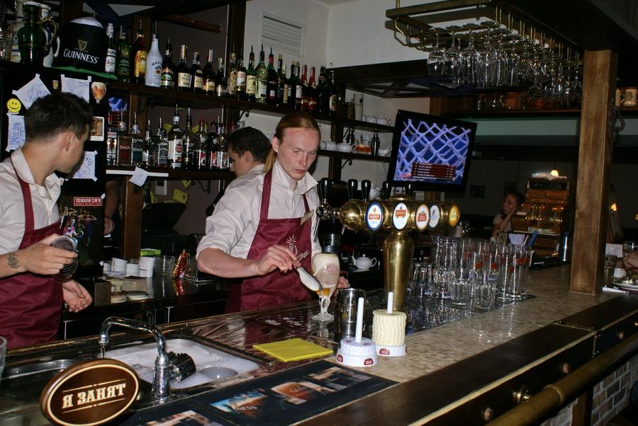 Киев. Паб Beer Point фото. Правильная подача пива