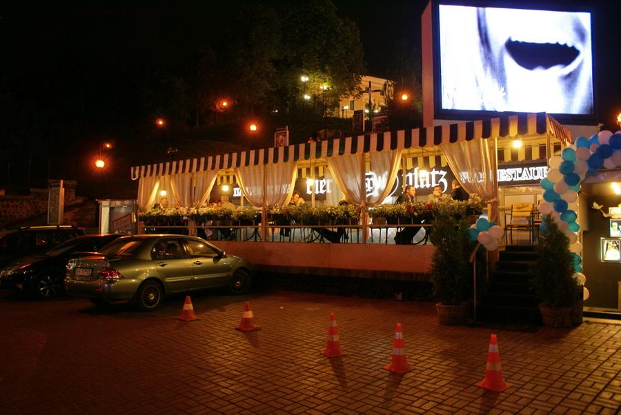 Октоберфест в Киеве. Паб-ресторан Bier Platz. Вход