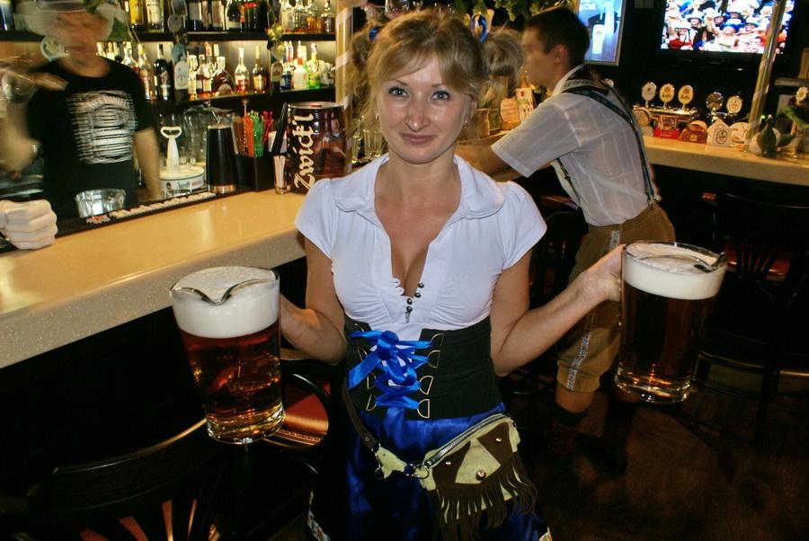 Октоберфест в Киеве. Паб-ресторан Bier Platz. Полтора литра в каждой руке