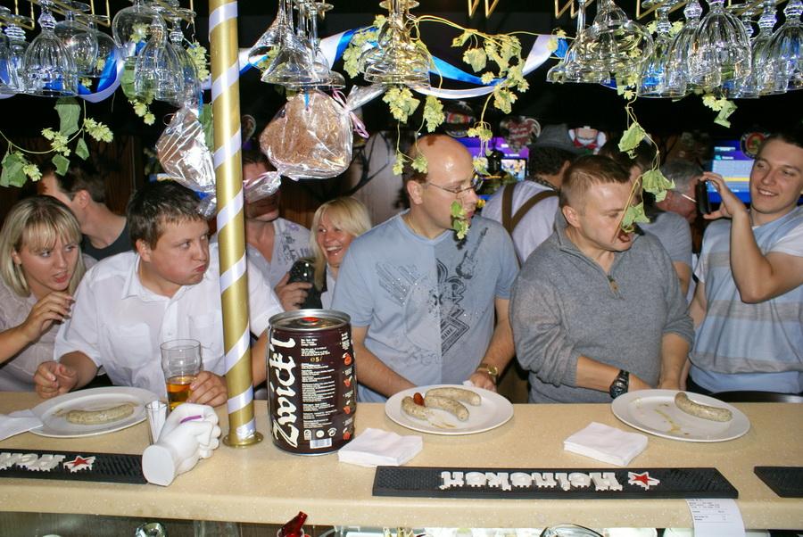 Октоберфест в Киеве. Паб-ресторан Bier Platz. Конкурс поедания сосисок