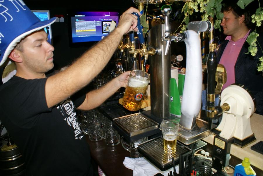 Октоберфест в Киеве. Паб-ресторан Bier Platz. Пиво для Октоберфеста