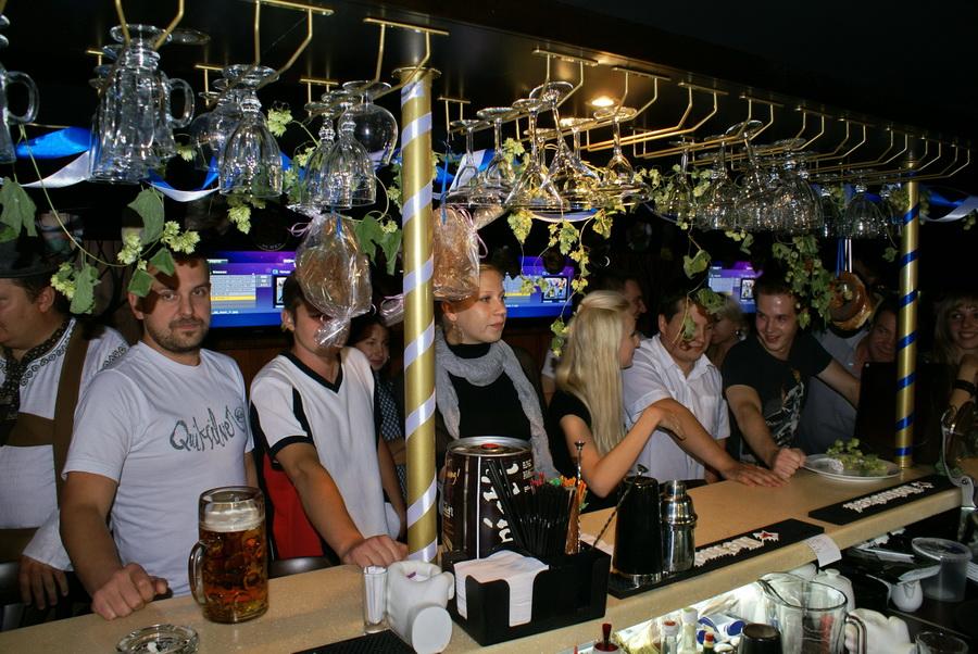 Октоберфест в Киеве. Паб-ресторан Bier Platz. Конкурс выпивания пива. Подготовка