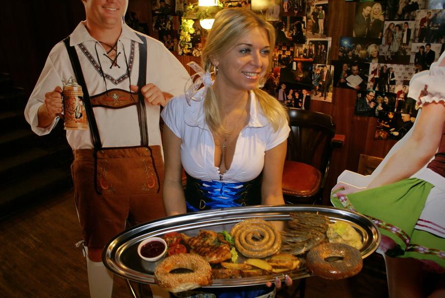 Октоберфест в Киеве. Паб-ресторан Bier Platz. Блюда для Октоберфеста