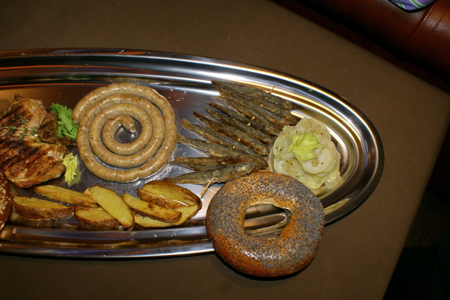Октоберфест в Киеве. Паб-ресторан Bier Platz. Жаренная рыбка и картофельный салат