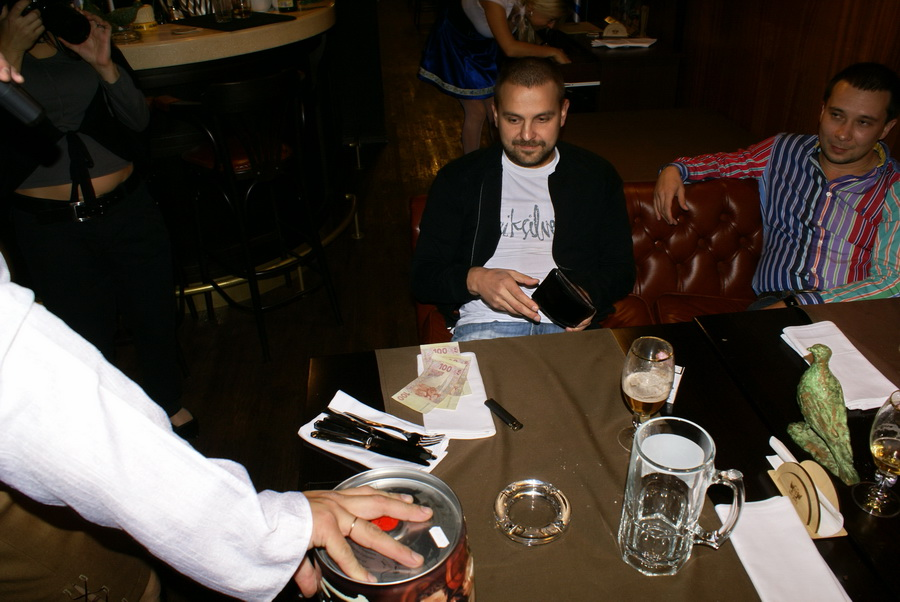 Октоберфест в Киеве. Паб-ресторан Bier Platz. Приобретение лота