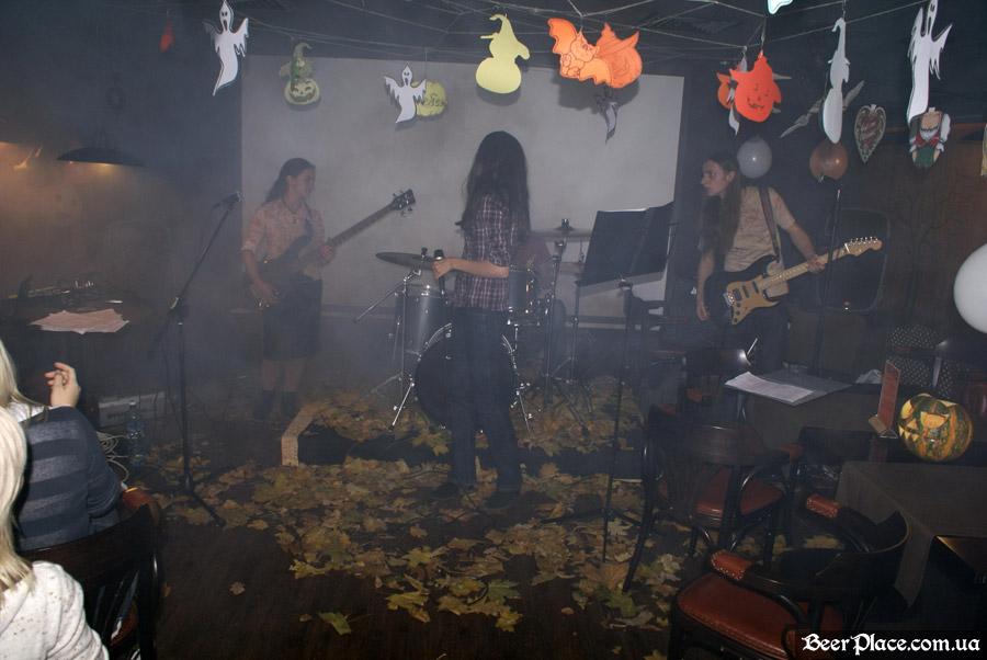 Хеллоуин в заведениях Киева. Паб-ресторан Bier Platz. Группа Джерри