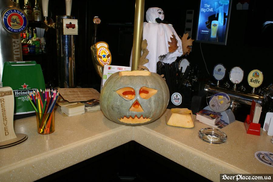 Хеллоуин в заведениях Киева. Паб-ресторан Bier Platz. Тыквы