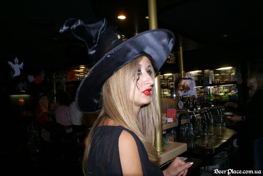 Хеллоуин в заведениях Киева. Паб-ресторан Bier Platz. Официантка
