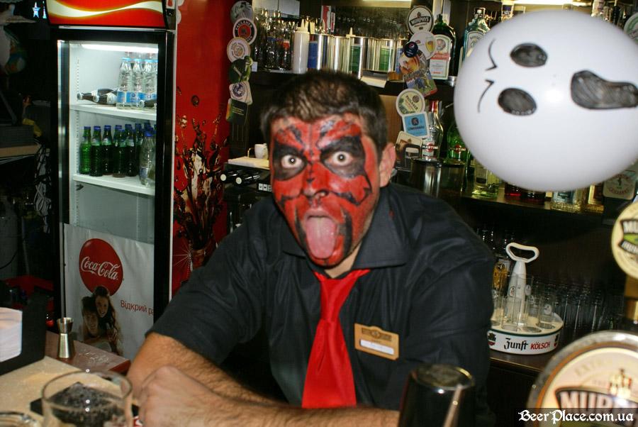 Хеллоуин в заведениях Киева. Паб-ресторан Bier Platz. Бармен