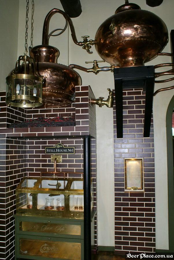Паб виски-клуб Корвин | Corvin. Фото. Оборудование для перегонки виски