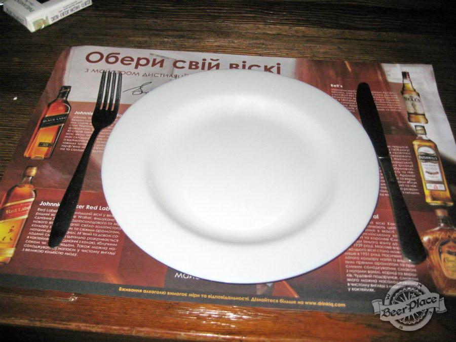 Сервировка стола в кафе-баре «Кухоль»