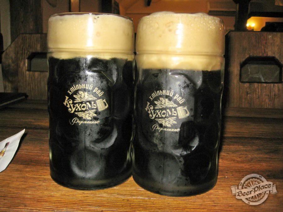 Пиво в фирменных кружках кафе-бара «Кухоль»