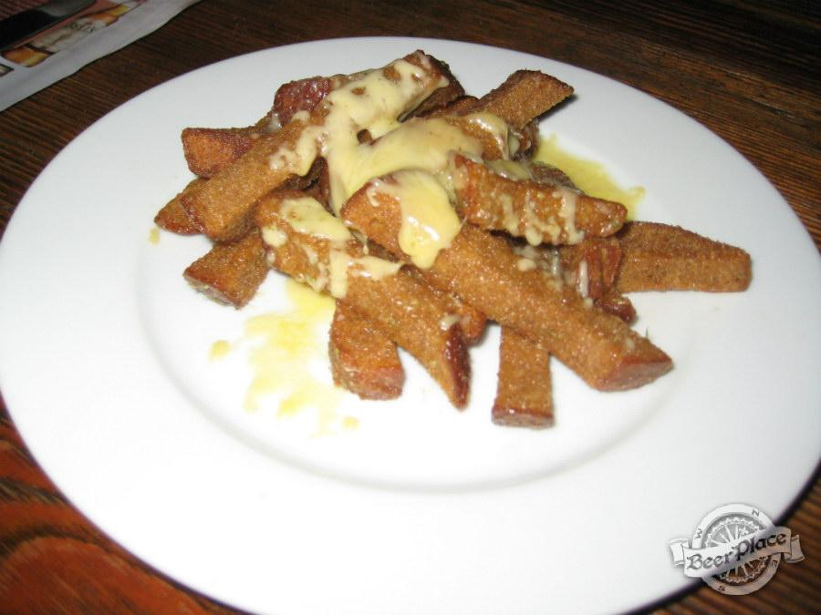 Гренки под сыром в кафе-баре «Кухоль»