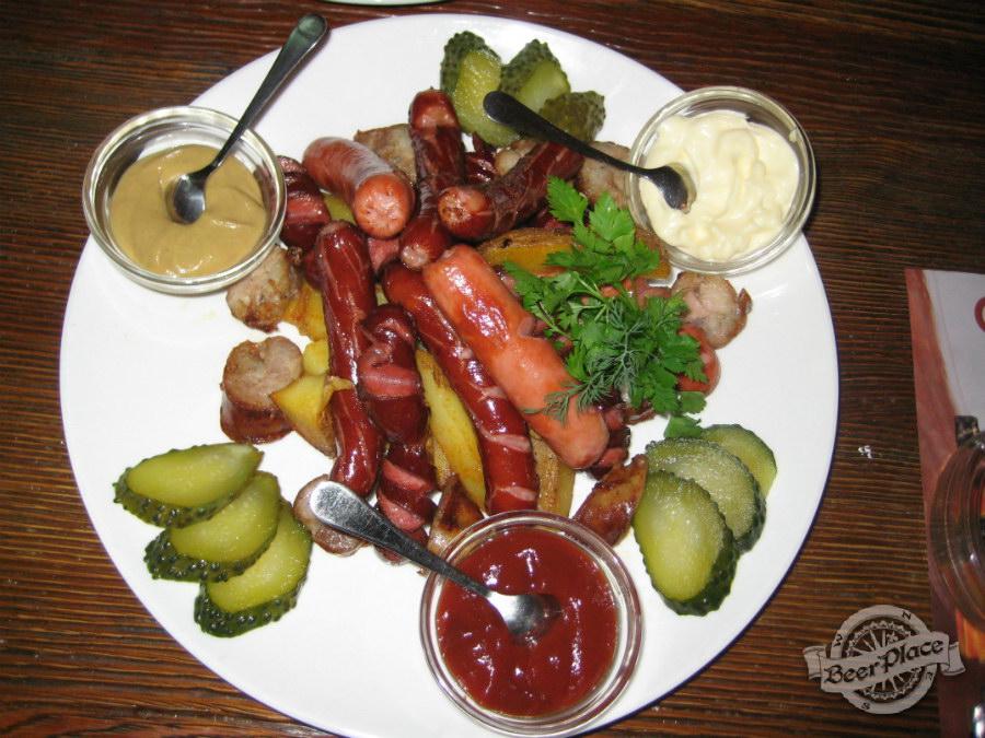 Бочка сосисок в кафе-баре «Кухоль»