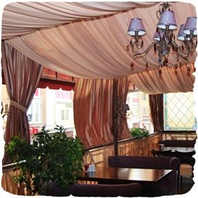 Летняя площадка в ресторане Viller