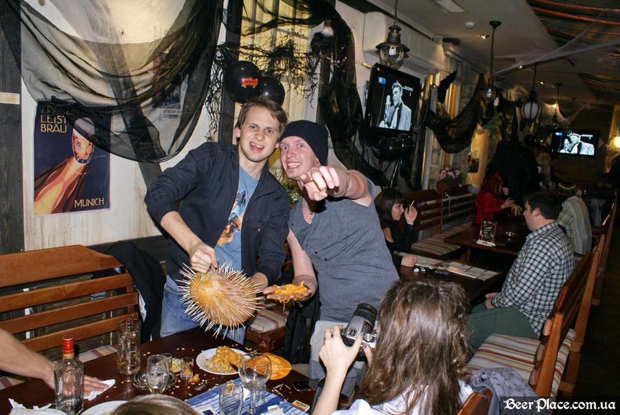 Хеллоуин 2010 в Киеве. Пивной клуб Натюрлих. Фото. Тыквенные шедевры