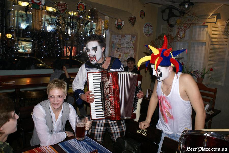Хеллоуин 2010 в Киеве. Пивной клуб Натюрлих. Фото. Анимационная команда