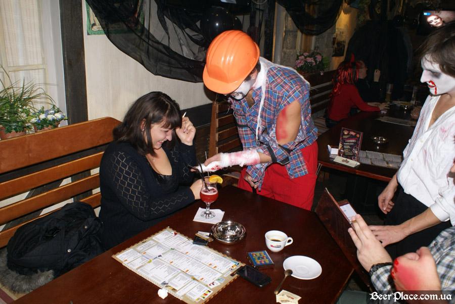 Хеллоуин 2010 в Киеве. Пивной клуб Натюрлих. Фото. Аниматоры