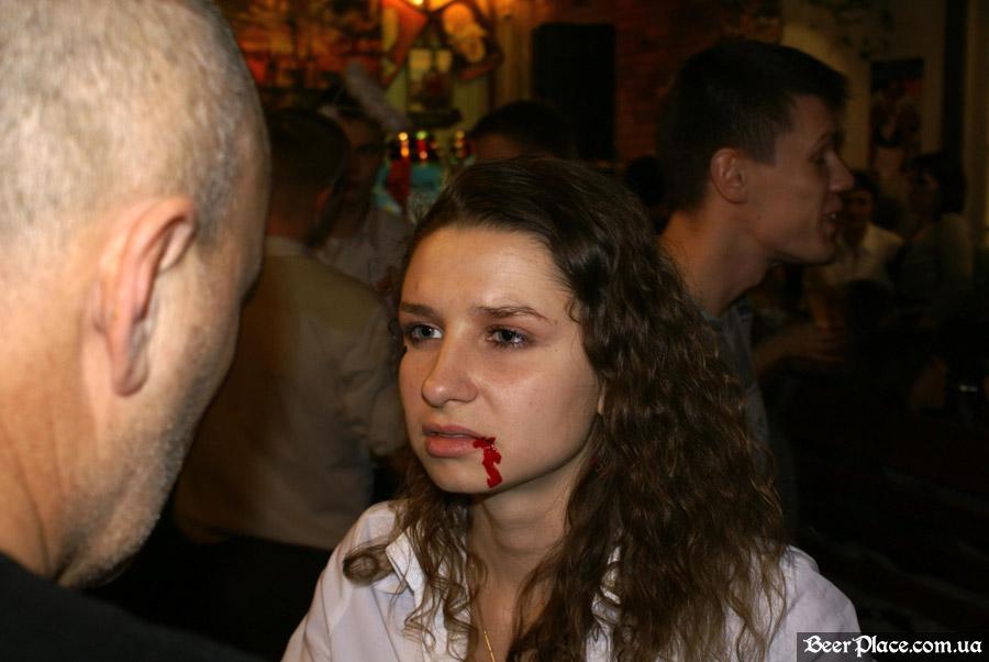 Хеллоуин 2010 в Киеве. Пивной клуб Натюрлих. Фото. Гримировка