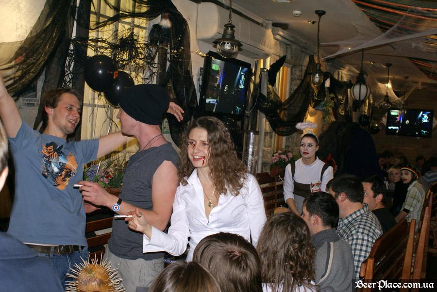Хеллоуин 2010 в Киеве. Пивной клуб Натюрлих. Фото. Гости