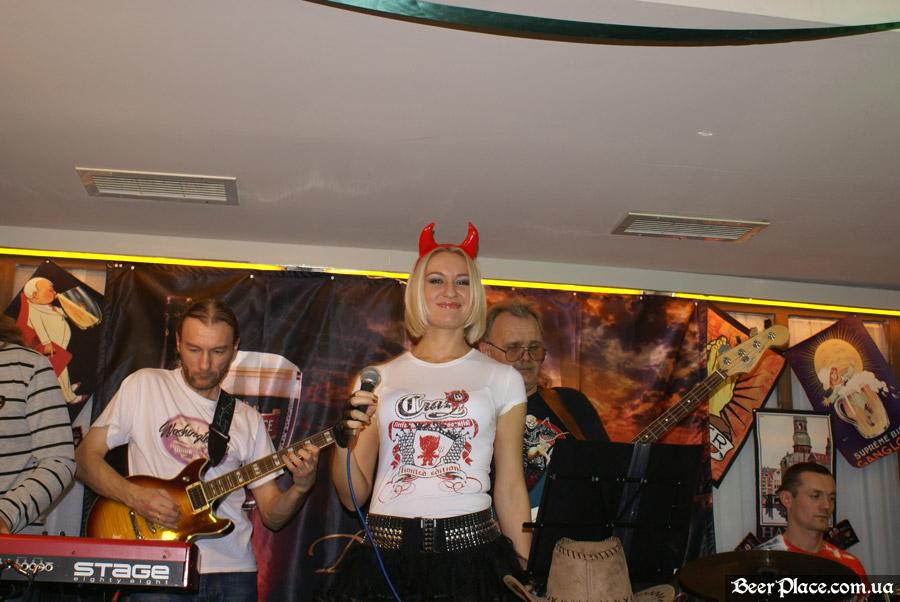 Хеллоуин 2010 в Киеве. Пивной клуб Натюрлих. Фото. Группа ShowTime