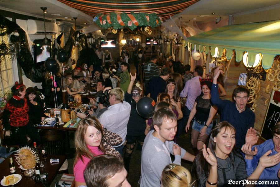 Хеллоуин 2010 в Киеве. Пивной клуб Натюрлих. Фото. Танцы под ShowTime