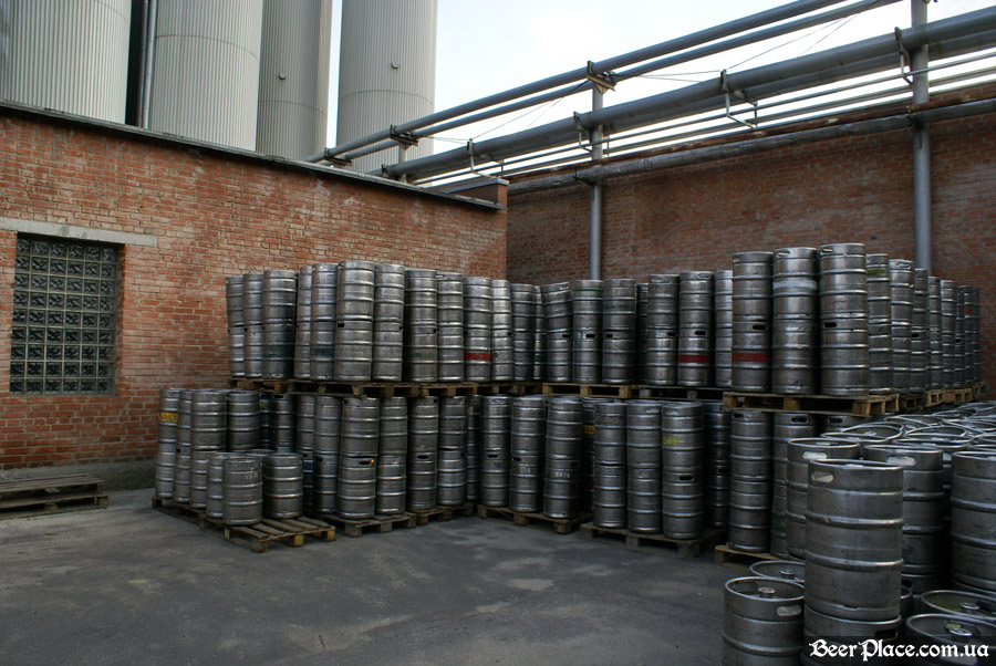 Как варят пиво на заводе Полтавпиво. Фото. Тара для хранения пива