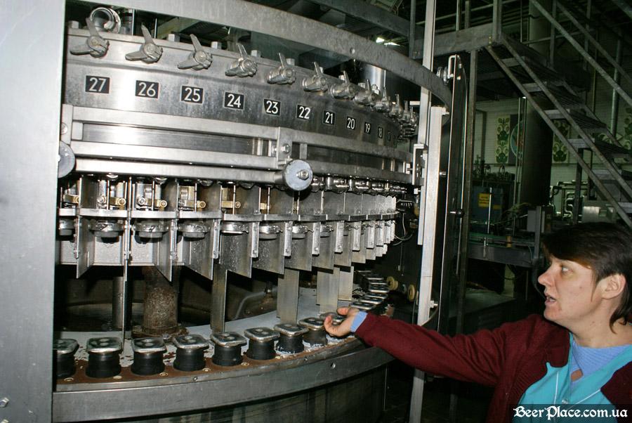 Как варят пиво на заводе Полтавпиво. Фото. Цех по разливу пива в стеклянные и ПЭТ бутылки
