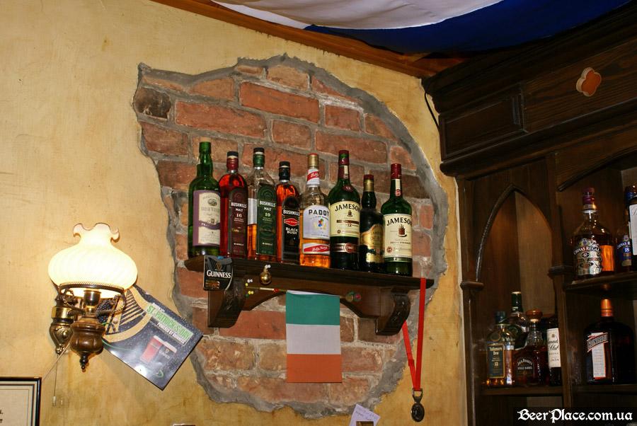 Днепропетровск. Ирландский паб Шамрок. Ирландский вискарь в баре