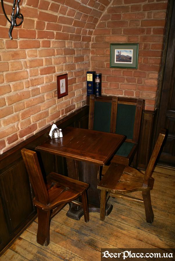 Днепропетровск. Ирландский паб Шамрок. Второй столик во втором зале