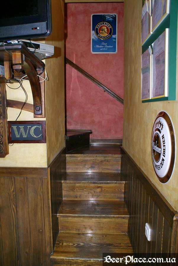 Днепропетровск. Ирландский паб Шамрок. Лестница
