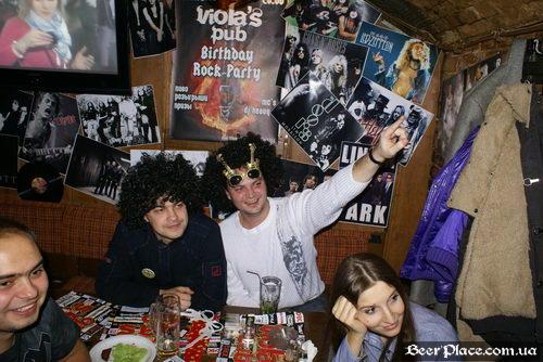 Паб Виола (Violas Bierstube). День Рождения 2010. Фото. Бедный Виталик...
